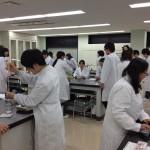 薬業科実験風景